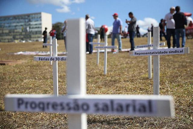 """LEI NOCIVA: """"PERVERSIDADES"""" DA REFORMA TRABALHISTA JÁ SE CONCRETIZARAM, DESTACA JUÍZA DO TRABALHO"""