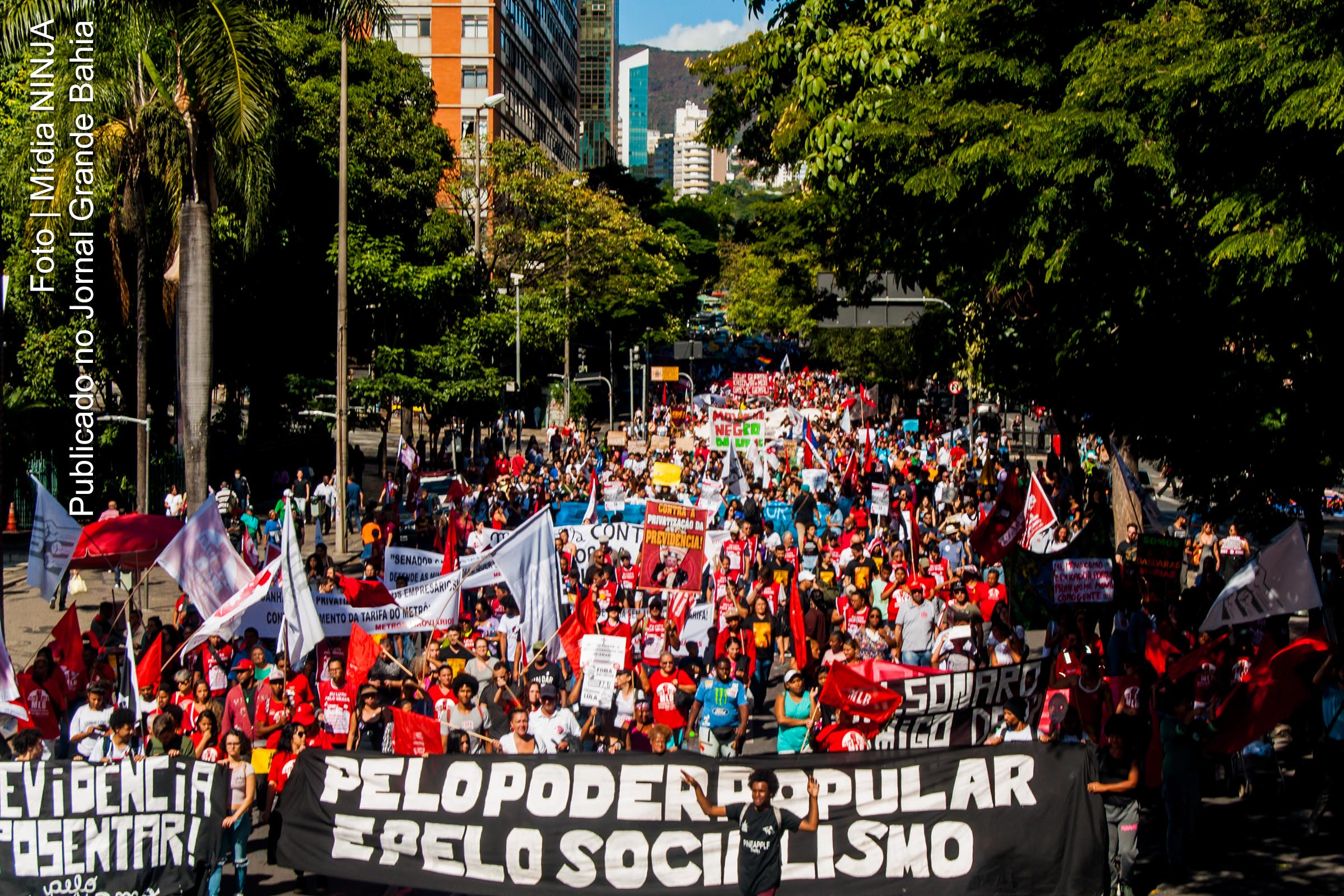 Repressão aos manifestantes. Violência policial a serviço dos patrões e do governo.