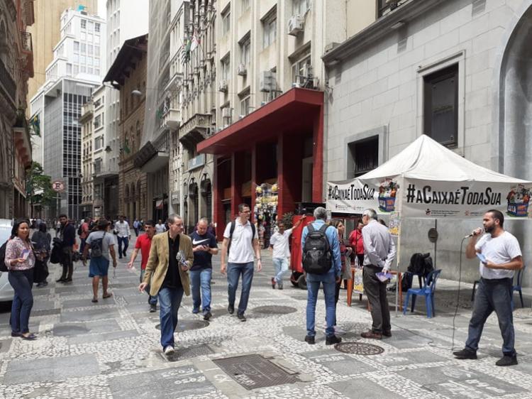 A PREÇO DE BANANA: Sindicato denuncia entrega da Lotex em frente à bolsa de valores