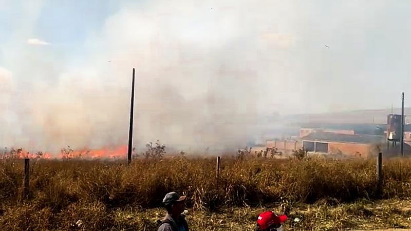 Policiais ateiam fogo em acampamento do MST durante despejo em MG